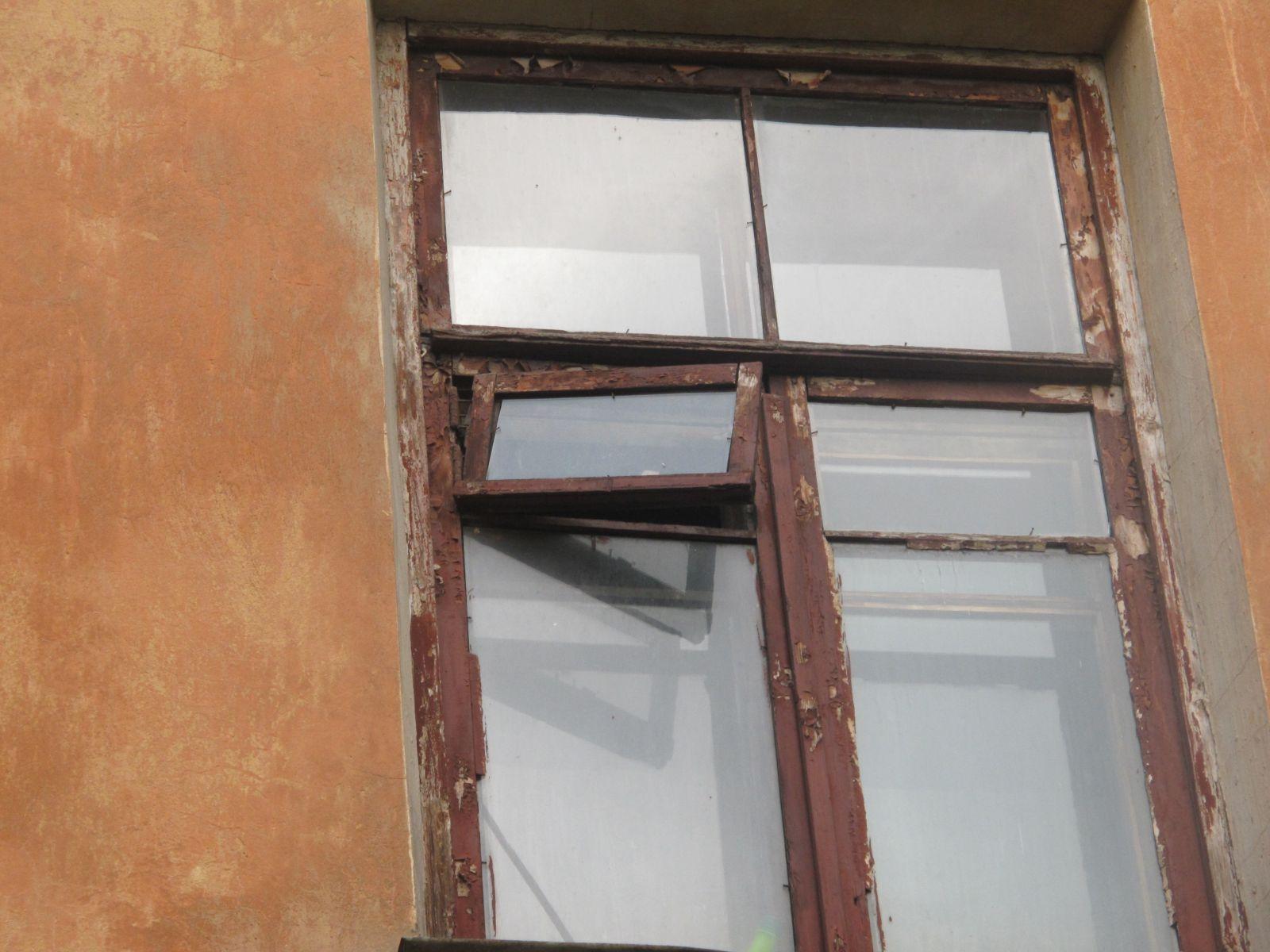железная дверь на лестничную клетку недорого